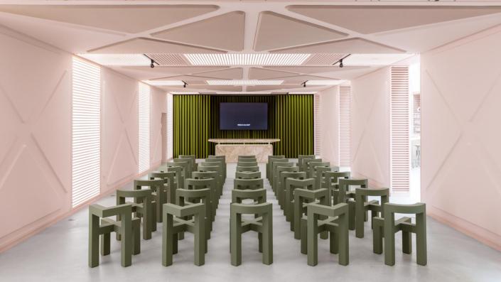 Chaises plastique design hôtel