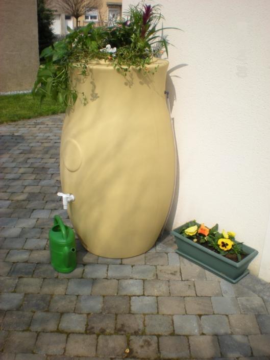 Cuve de stockage eau de pluie extérieur 300L